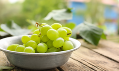 Green grapes in a bowl
